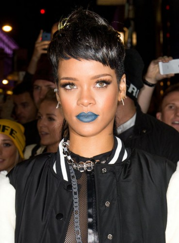 rihanna-blue-lipstick-river-island-party-h724