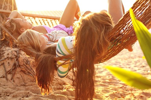 beach-friends-fun-girl-girls-hair-happines-long-long-hair-love-sand-sea-summer-summerfeeling-vacation-favim-com-789694