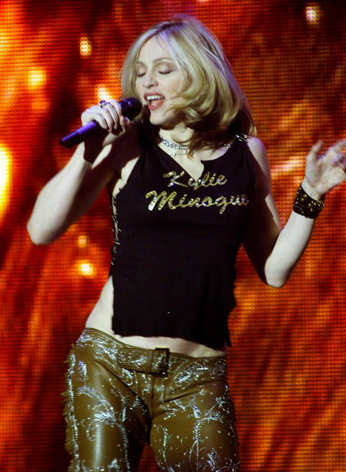 2001-madonna-and-dolce-and-gabbana-madonna-mtv-ema-stockholm-2000