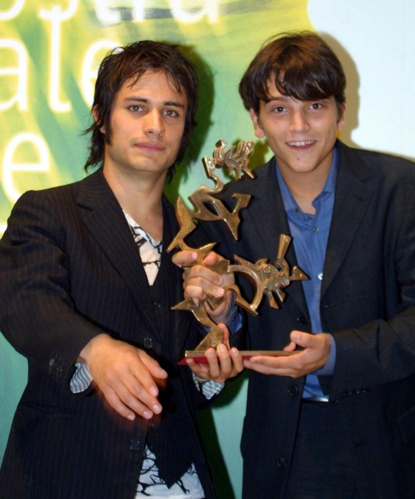 Diego-Luna-Gael-Garcia-Bernal-Friendship-Photos