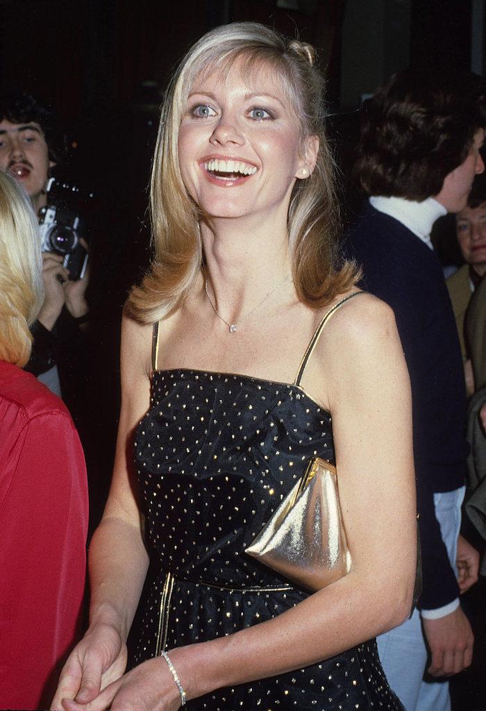 Recordando el estilo de Olivia Newton-John antes del Festival de Viña