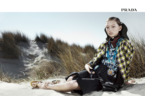 prada_ss17_w_advertising_campaign_365_frontiers_01-500x333