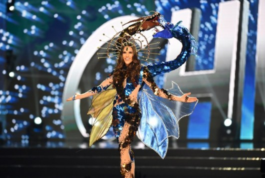 This photo taken on January 26, 2017 shows Miss Universe contestant Catalena Caceres of Chile during the national costume presentation in the preliminary competition of the Miss Universe pageant at the Mall of Asia arena in Manila. The Miss Universe beauty pageant coronation will take place on January 30. / AFP PHOTO / TED ALJIBE