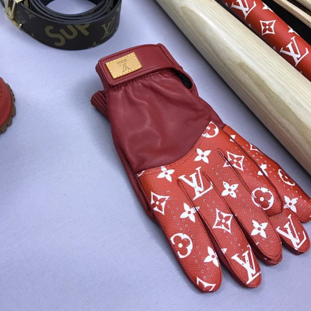 supreme-louis-vuitton-collaboration-fall-2017-teaser-images-07-620x620