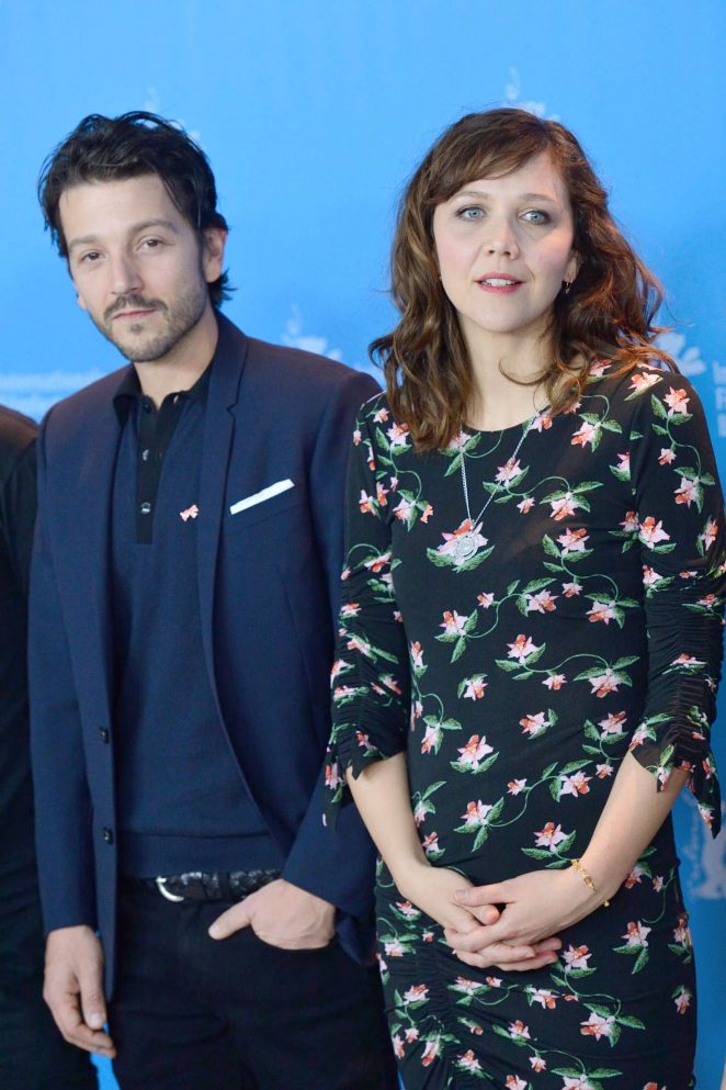 Maggie-Gyllenhaal_-Django-Photocall-at-67th-Berlinale-Film-Festival--preen