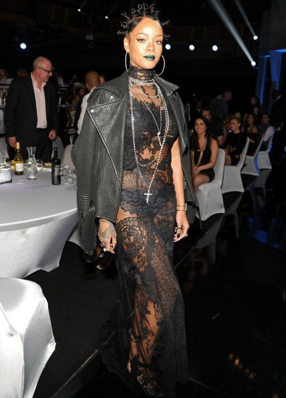 rihanna-2014-iheartradio-music-awards-givenchy-couture