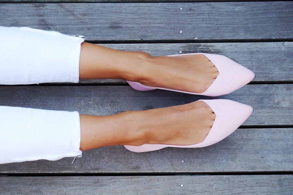 Moda sustentable: Zapatos creados con tres botellas de plástico