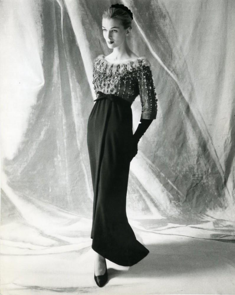 Cristóbal-Balenciaga-Haute-Couture-Fall-1958-©Balenciaga-Archives-Paris-Studio-Kublin-1024x1287-796x1000