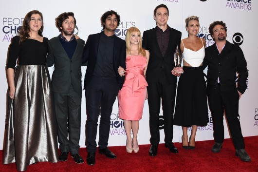 "Mayim Bialik, from left, Simon Helberg, Kunal Nayyar, Melissa Rauch, Jim Parsons, Kaley Cuoco- Sweeting and Johnny Galecki, from the cast of ""The Big Bang Theory,"" winners of the award for favorite TV show, pose in the press room at the People's Choice Awards at the Nokia Theatre on Wednesday, Jan. 7, 2015, in Los Angeles. (Photo by Jordan Strauss/Invision/AP)"